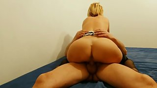 BLONDE ESCORT FUCKS BAREBACK AND GETS A DEEP CREAMPIE