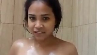 Desi showing her pussy while bathing