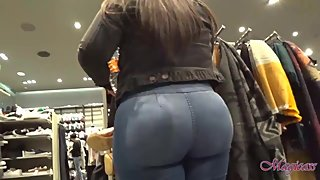 Candid Gorgeous Latina with Bubble butt at the mall