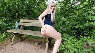 Cute Teen Outdoor Piss !