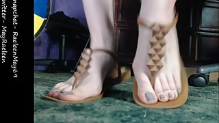squirting & sucking on my toes! feet & foot fetish special!