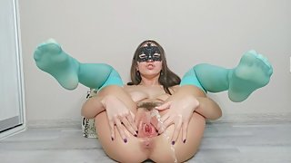 RIDING A BBC WITH A HUGE GAPING PUSSY, FISTING AND A LOT OF SQUIRT